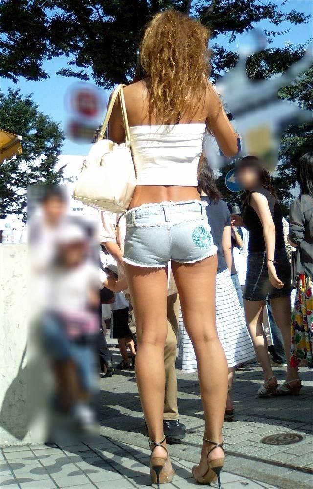 デニムホットパンツ_街撮り_生足_盗撮_エロ画像13