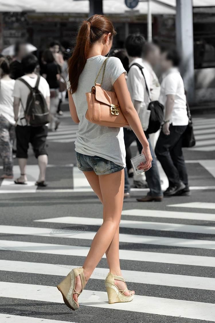 デニムホットパンツ_街撮り_生足_盗撮_エロ画像18