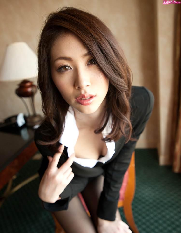 OL_谷間_巨乳_エロ画像07