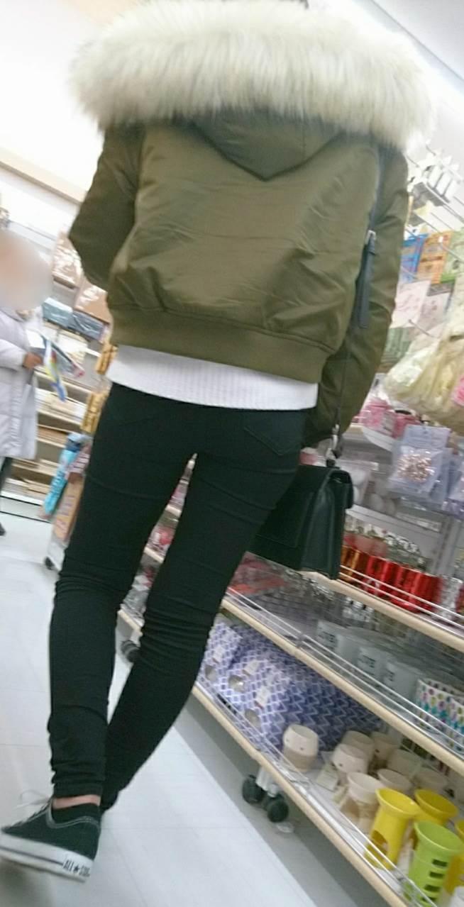 黒スキニー_素人_街撮り_盗撮_エロ画像12