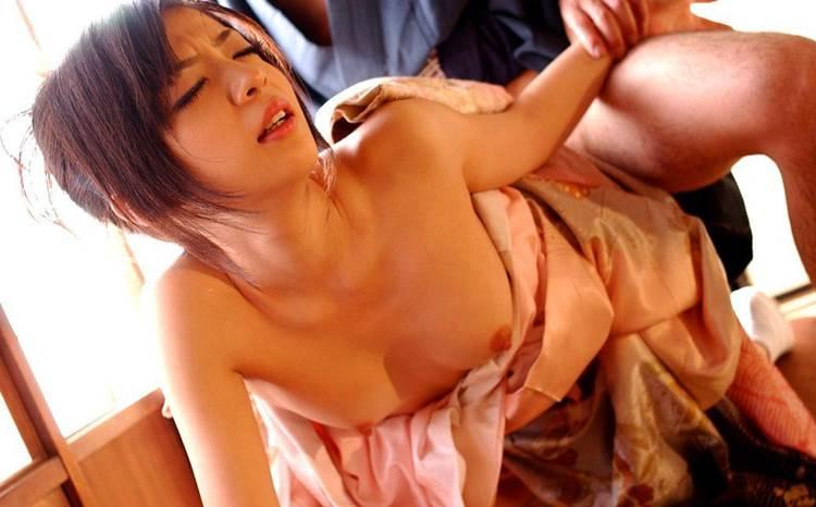 着物_着衣セックス_バック_エロ画像08