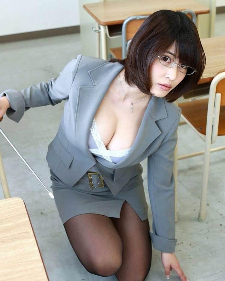 女教師_巨乳_教室_エロ画像08