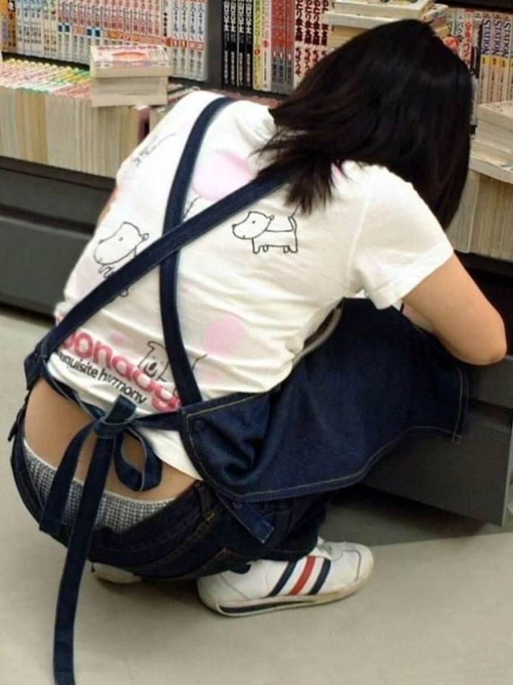店員_ローライズパンチラ_盗撮_エロ画像06