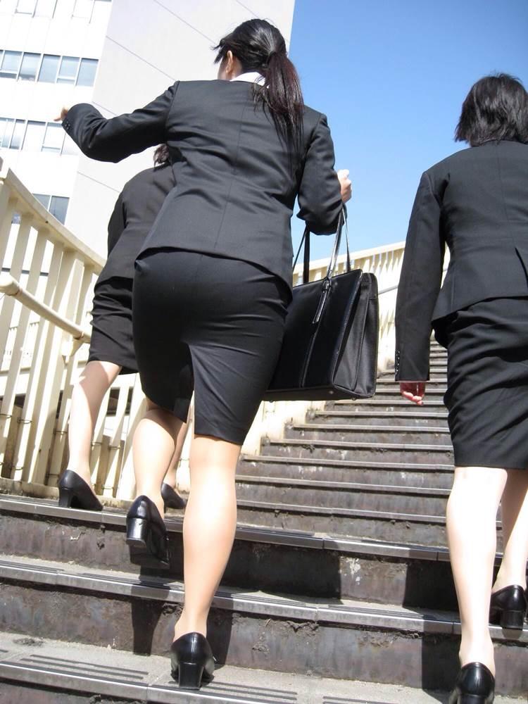 OL_タイトスカート_階段_盗撮_エロ画像06