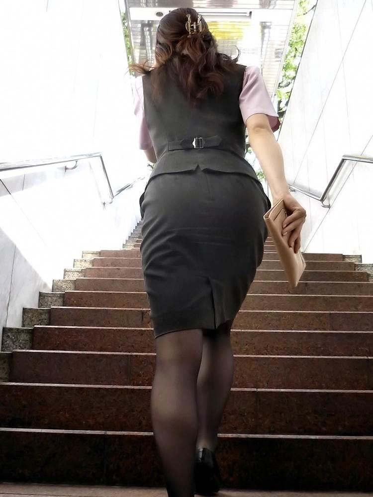 OL_タイトスカート_階段_盗撮_エロ画像09