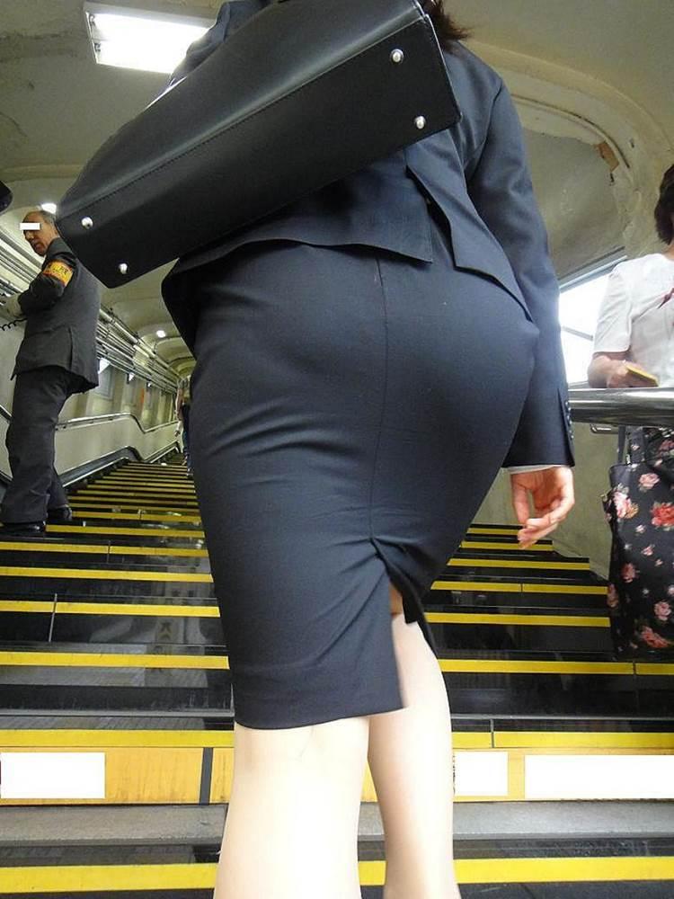 OL_タイトスカート_階段_盗撮_エロ画像16