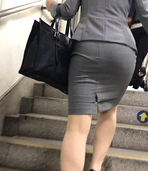 OL_タイトスカート_階段_盗撮_エロ画像17