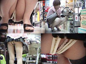 【穴開きパンチラ盗撮エロ画像】スカート捲られたらオマンコ丸出し…即ハメOKな下着履いた素人女性たちww