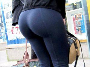 【スパッツ街撮り盗撮エロ画像】レギンスとも呼ばれるピチピチパンツを履いた素人女性を街中で隠し撮りww