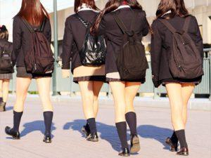 【集団JK街撮り盗撮エロ画像】制服姿で街中をぶらぶらする太ももを露出し過ぎな女子校生たちを隠し撮りww