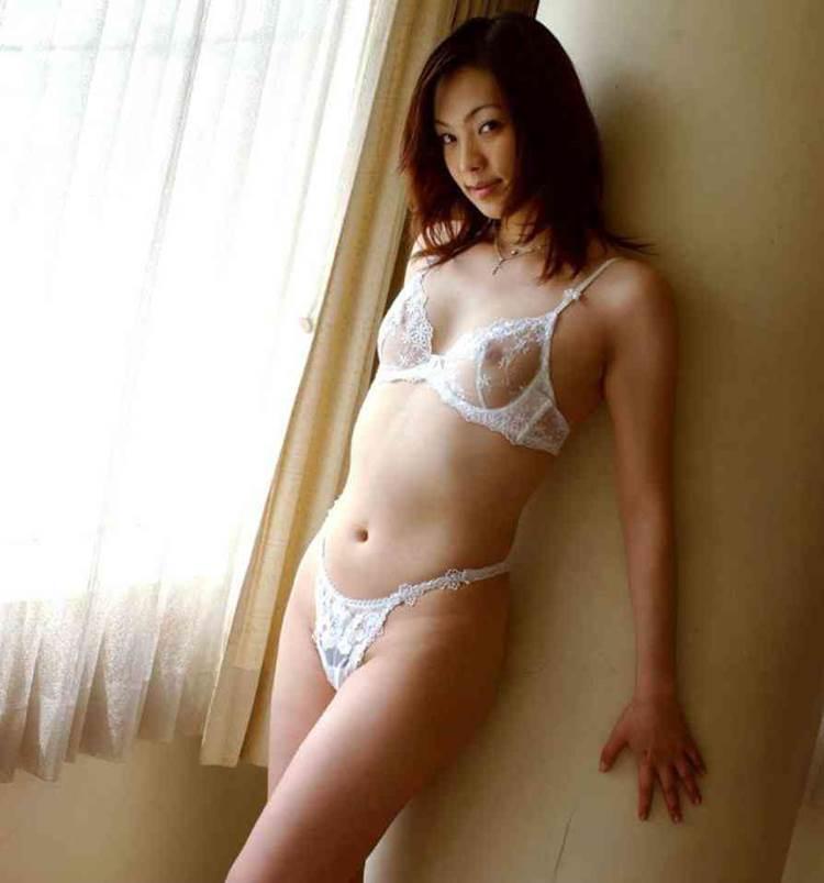 白下着_乳首乳輪透け_おっぱい_エロ画像03