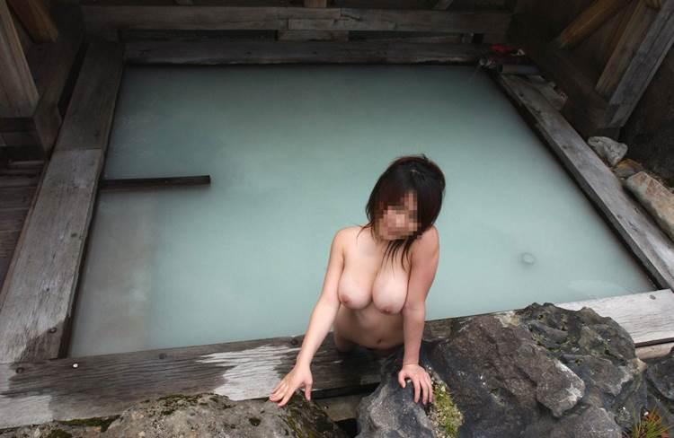 素人_露天風呂_巨乳_エロ画像16