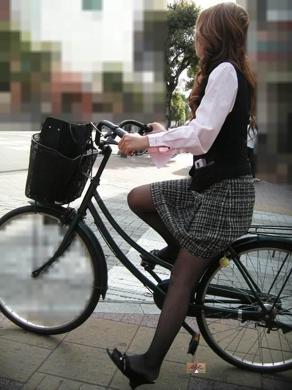 黒パンスト_自転車_素人_街撮り盗撮_エロ画像04
