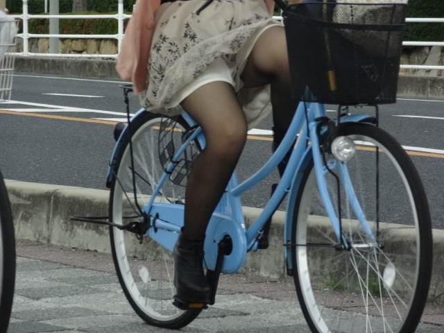 黒パンスト_自転車_素人_街撮り盗撮_エロ画像18