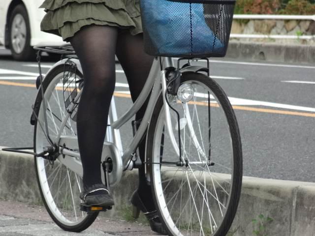 黒パンスト_自転車_素人_街撮り盗撮_エロ画像19