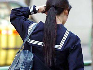 【ポニーテールJK街撮り盗撮エロ画像】ゴムで髪の毛を一つくくり…清潔感と可愛さの両方を兼ね備えた女子校生ww