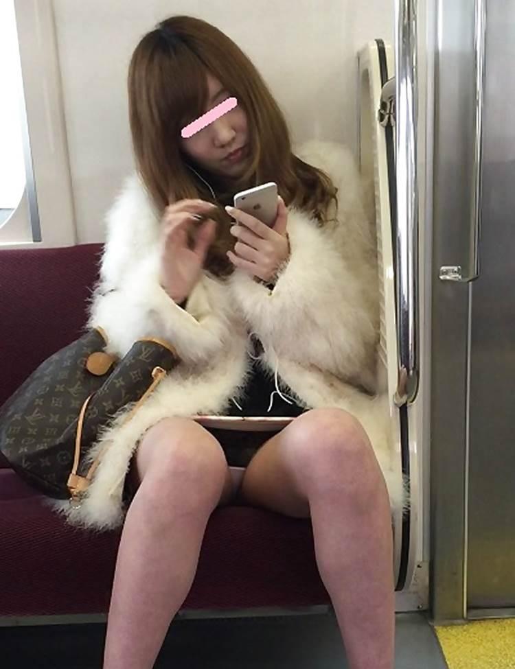 電車_スマホ_素人_パンチラ_盗撮_エロ画像07