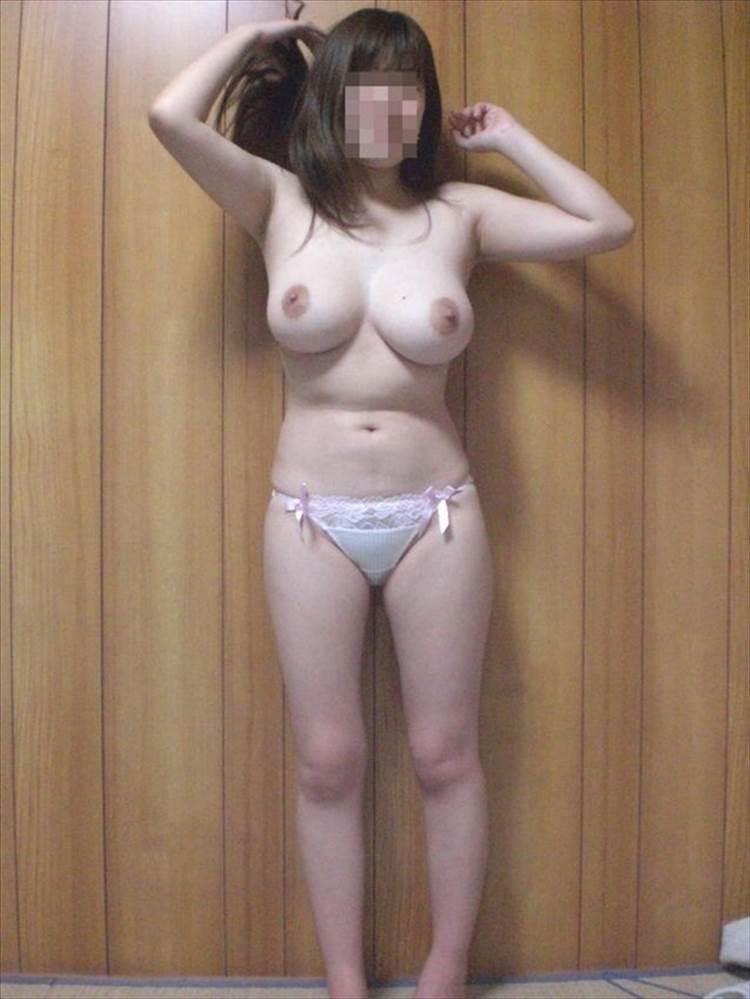 素人_巨乳_丸出し_エロ画像09