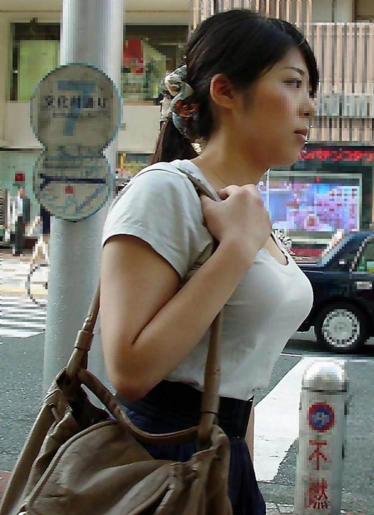 白系Tシャツ_着衣巨乳_素人_街撮り盗撮_エロ画像09