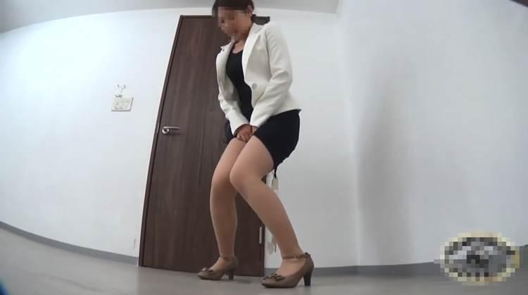 OL_トイレお漏らし_下着濡れ_盗撮_エロ画像01