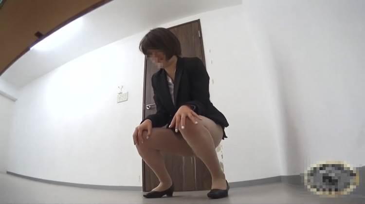 OL_トイレお漏らし_下着濡れ_盗撮_エロ画像08