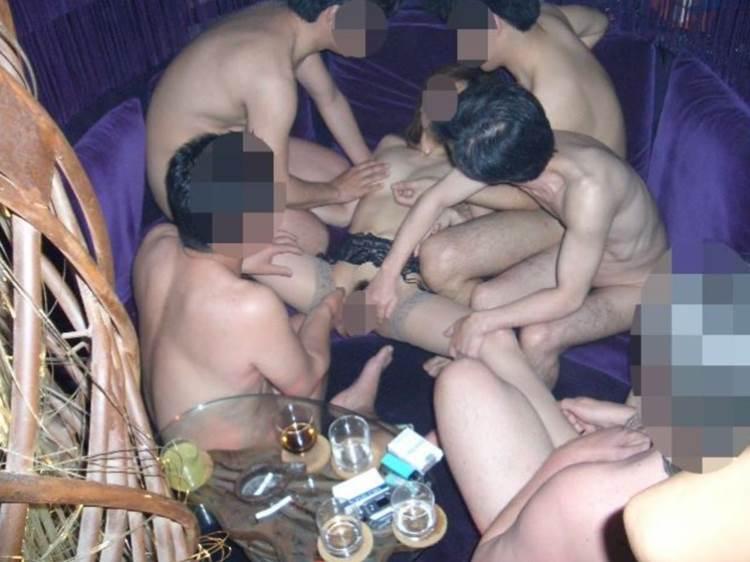 素人_男3人以上_乱交セックス_エロ画像03