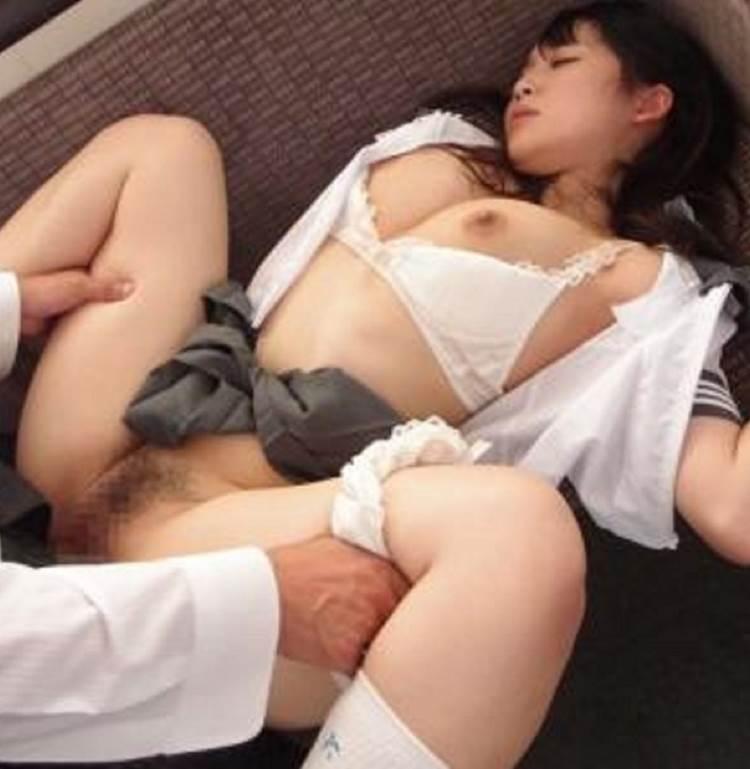 JK_正常位_大股_着衣セックス_エロ画像10
