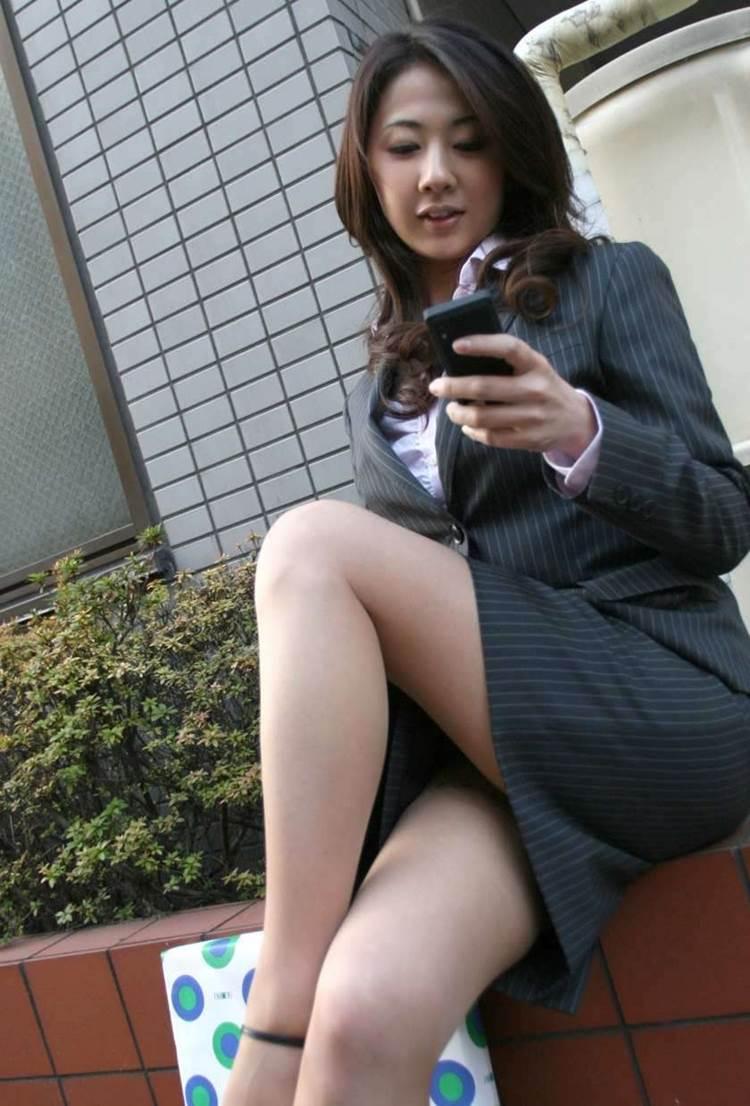 OL_タイトスカート_足組み_パンスト_エロ画像05