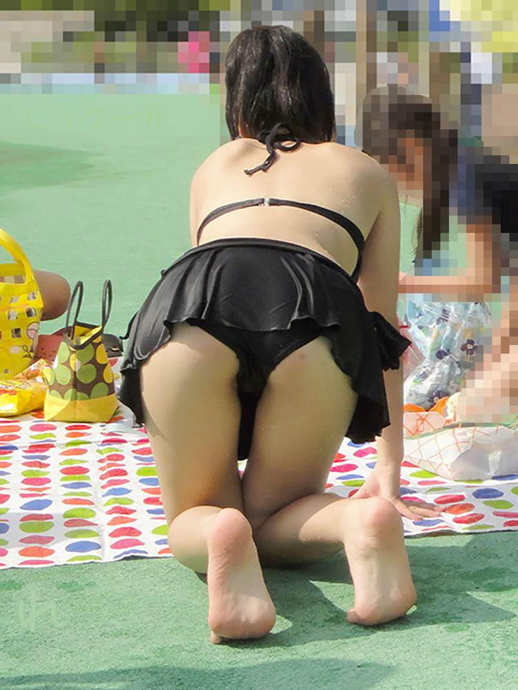 黒ビキニ水着_素人_海_盗撮_エロ画像11