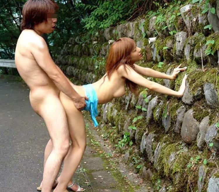 青姦_野外セックス_立ちバック_エロ画像11