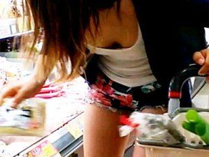 【人妻店内盗撮エロ画像】夕食の買い出しでスーパーを利用する奥様の少しスケベな隙を狙って隠し撮りww
