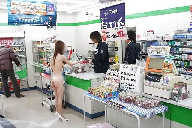コンビニ_露出_素人_エロ画像20