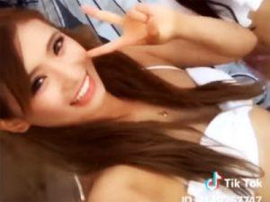 【tiktok水着エロ画像】10代女子中高生を中心に火がついた動画投稿アプリをビキニ水着姿で撮影した一般女子たちww