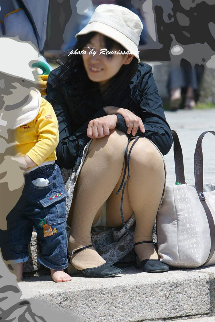 子連れママ_パンチラ_盗撮_エロ画像08