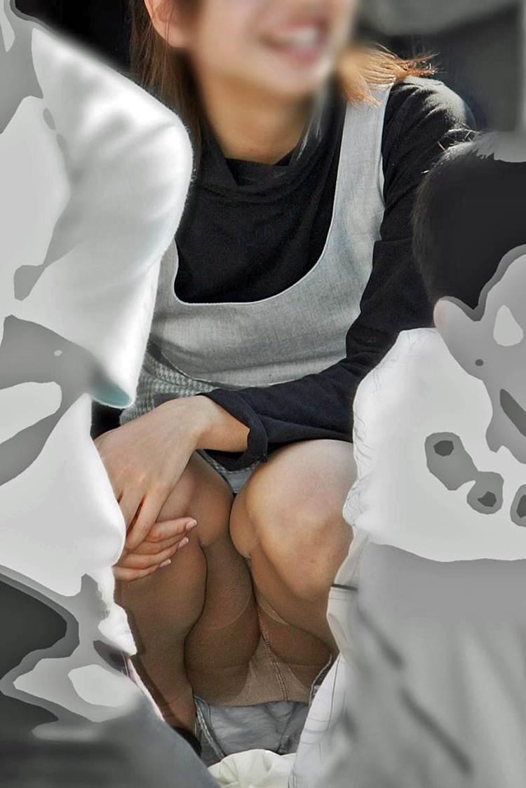 ママ パンチラ 盗撮 子連れママパンチラ盗撮エロ画像】ミニスカートで育児奮闘中の ...