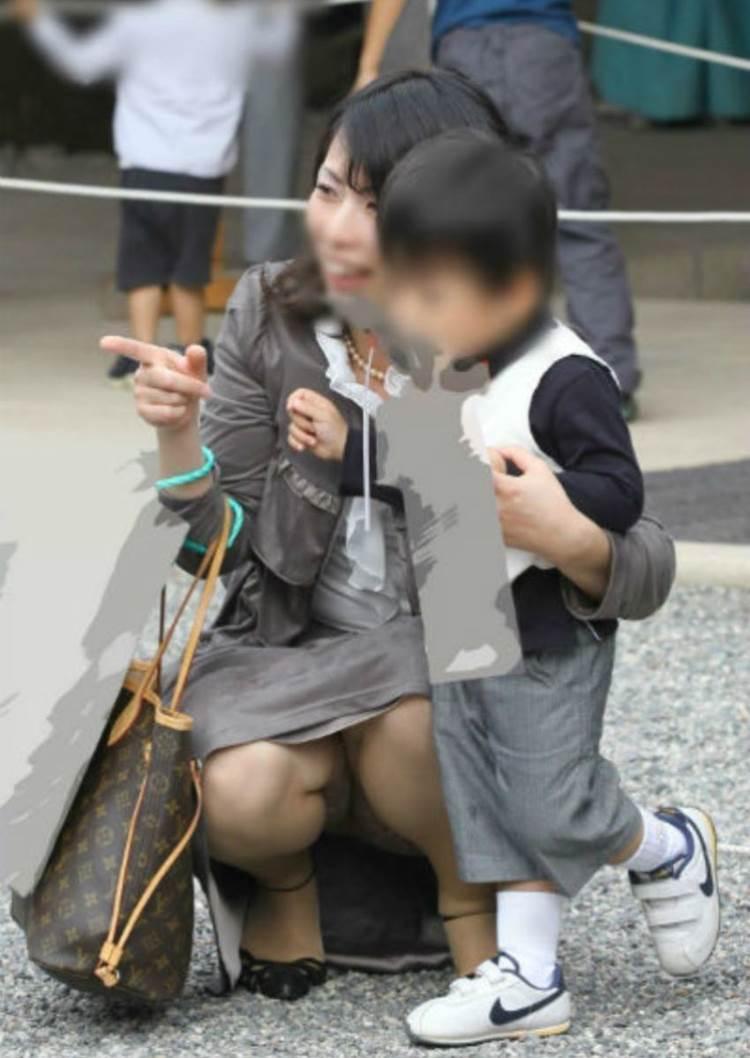 子連れママ_パンチラ_盗撮_エロ画像15