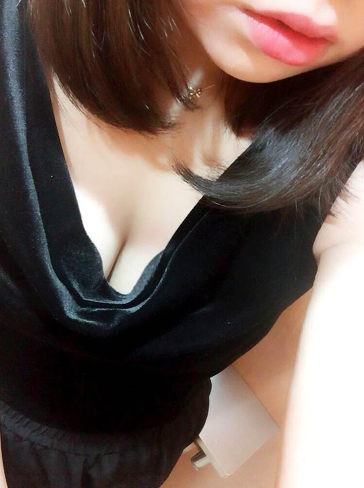 唇_谷間_素人_自撮り_エロ画像20