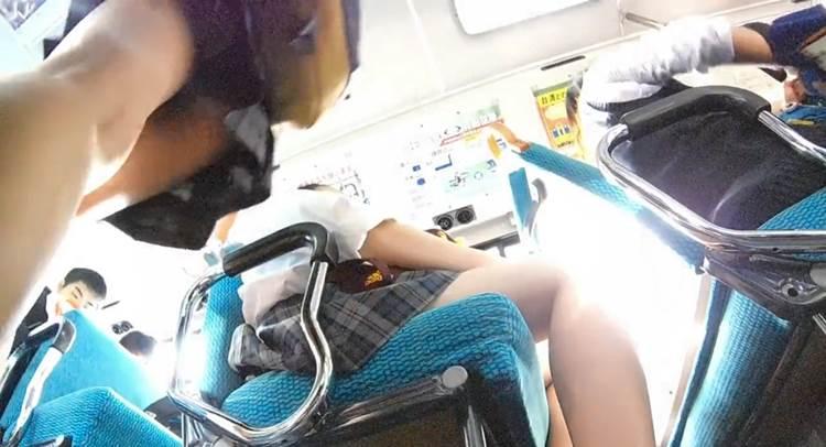 JK_横浜市_逆さ撮り_盗撮_エロ画像09