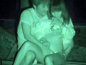 【赤外線盗撮エロ画像】自宅やラブホを使わず夜の公園で性行為…不倫関係が匂い男女を赤外線カメラで隠し撮りww