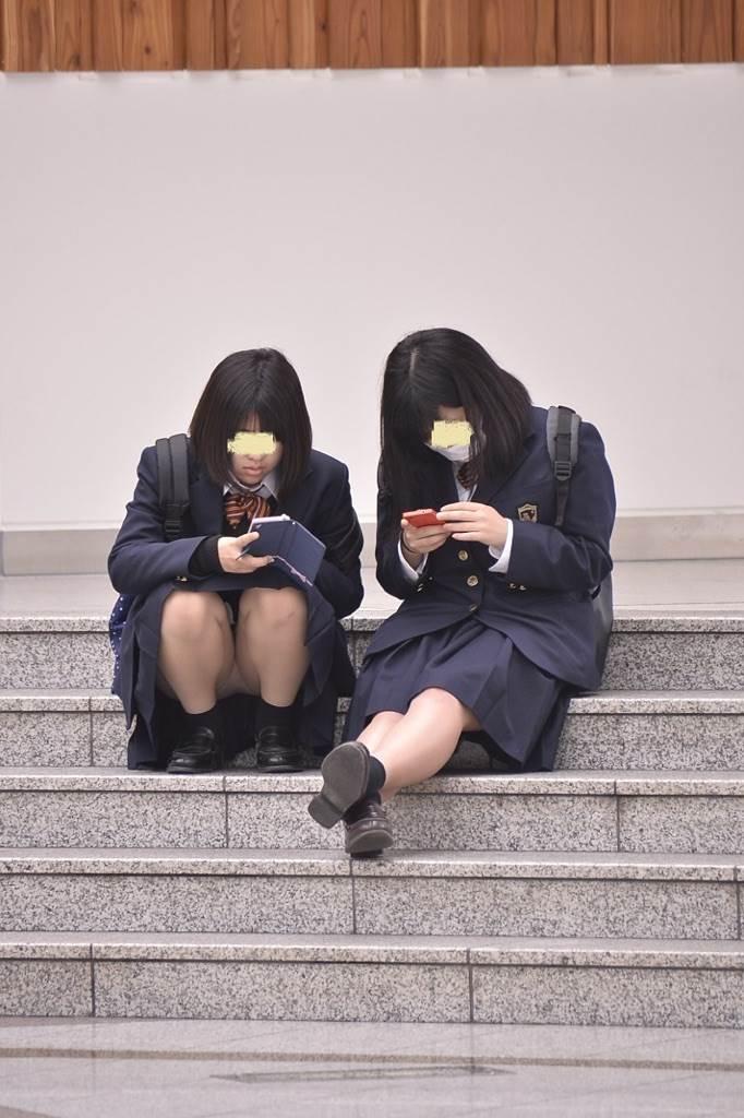 JK_座りパンチラ_盗撮_エロ画像09