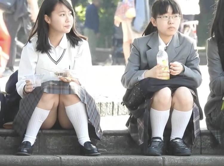 JK_座りパンチラ_盗撮_エロ画像19