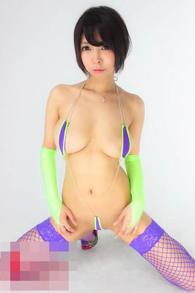紐_マイクロビキニ水着_エロ画像13