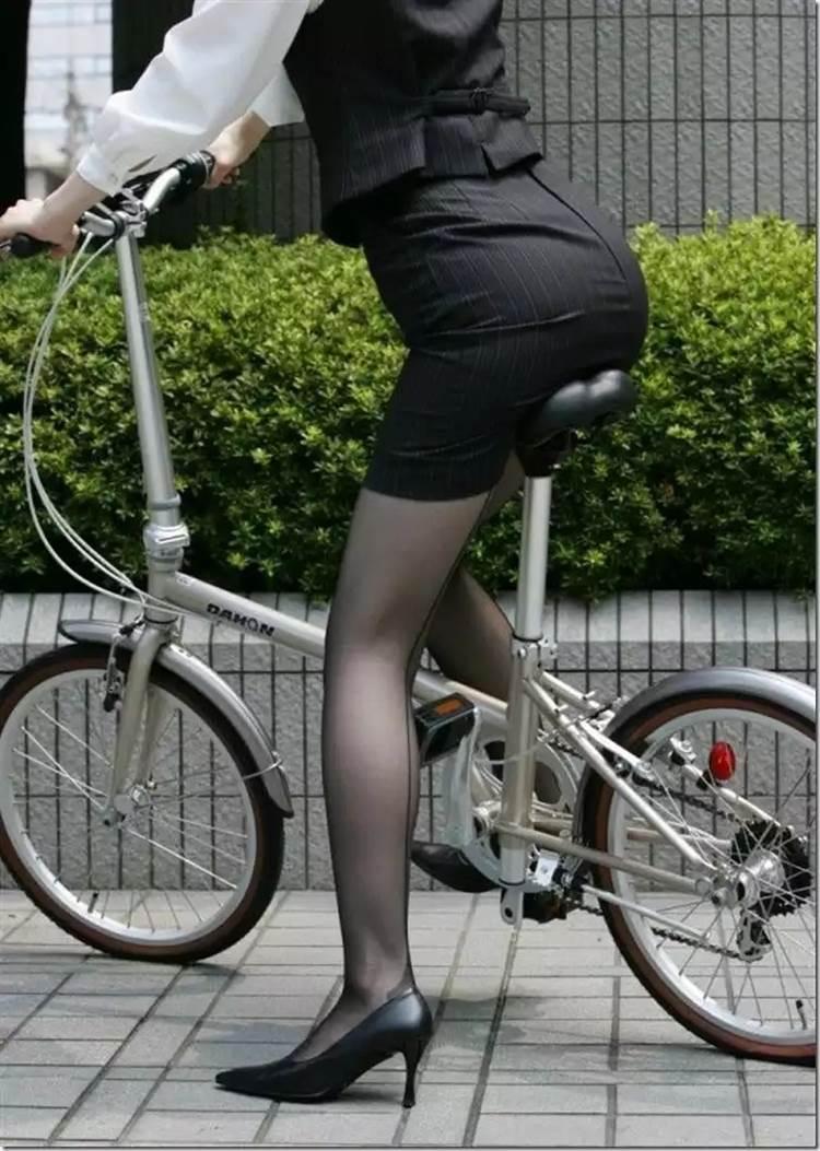 OL_スーツ_自転車_盗撮_エロ画像13