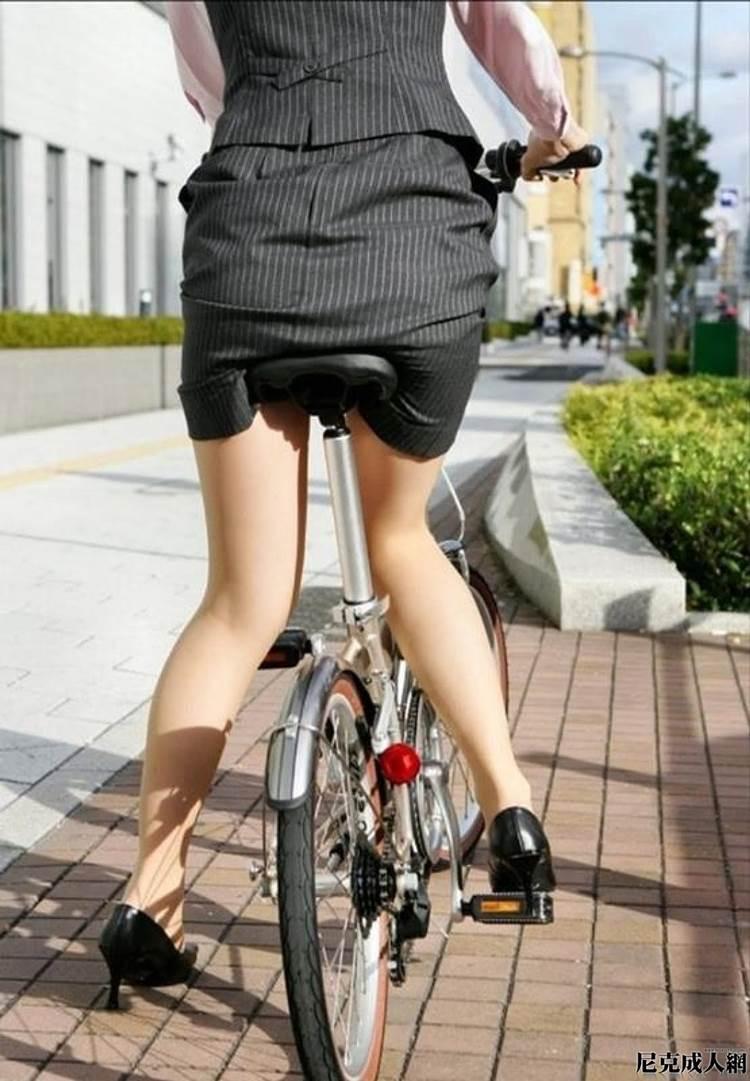 OL_スーツ_自転車_盗撮_エロ画像15