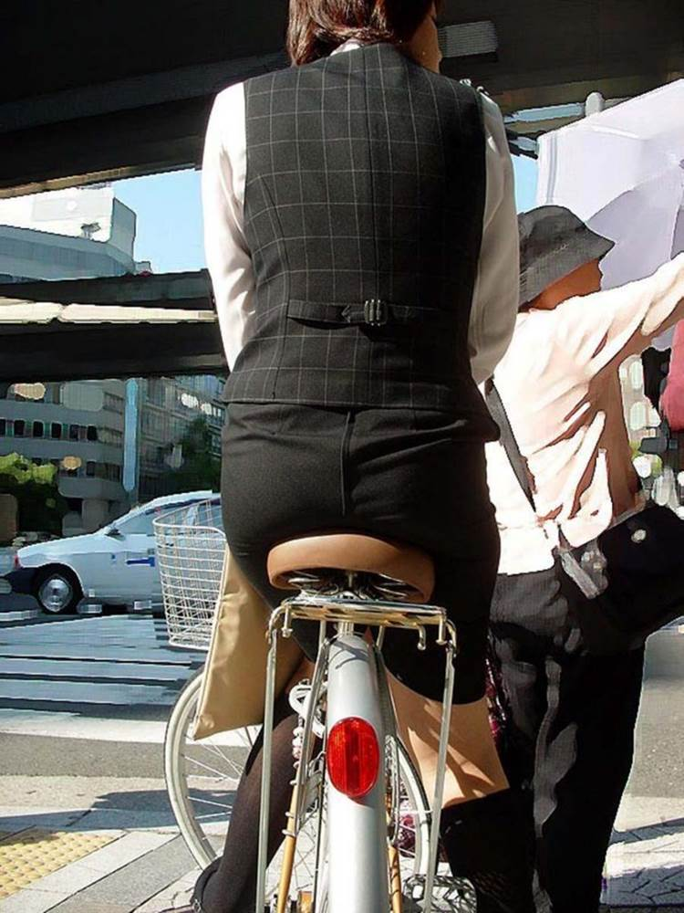 OL_スーツ_自転車_盗撮_エロ画像16