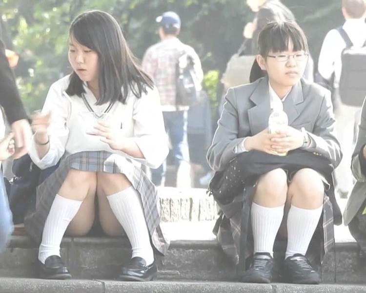 JK_座りパンチラ_盗撮_エロ画像16