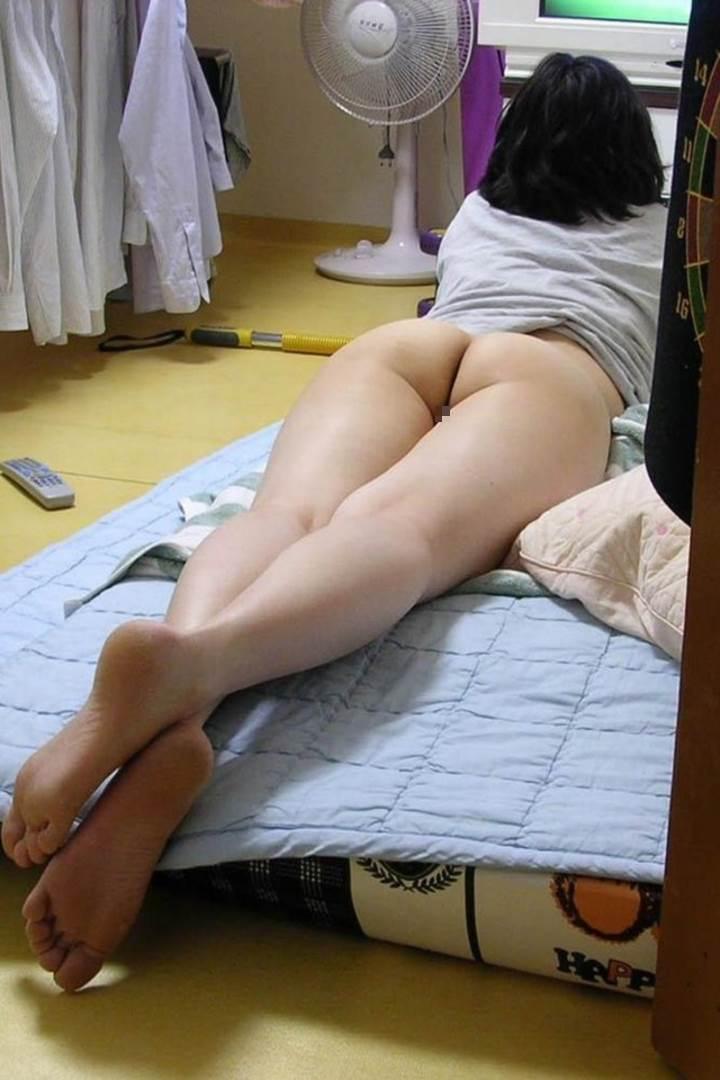 ノーパン_家庭内盗撮_流出_エロ画像13