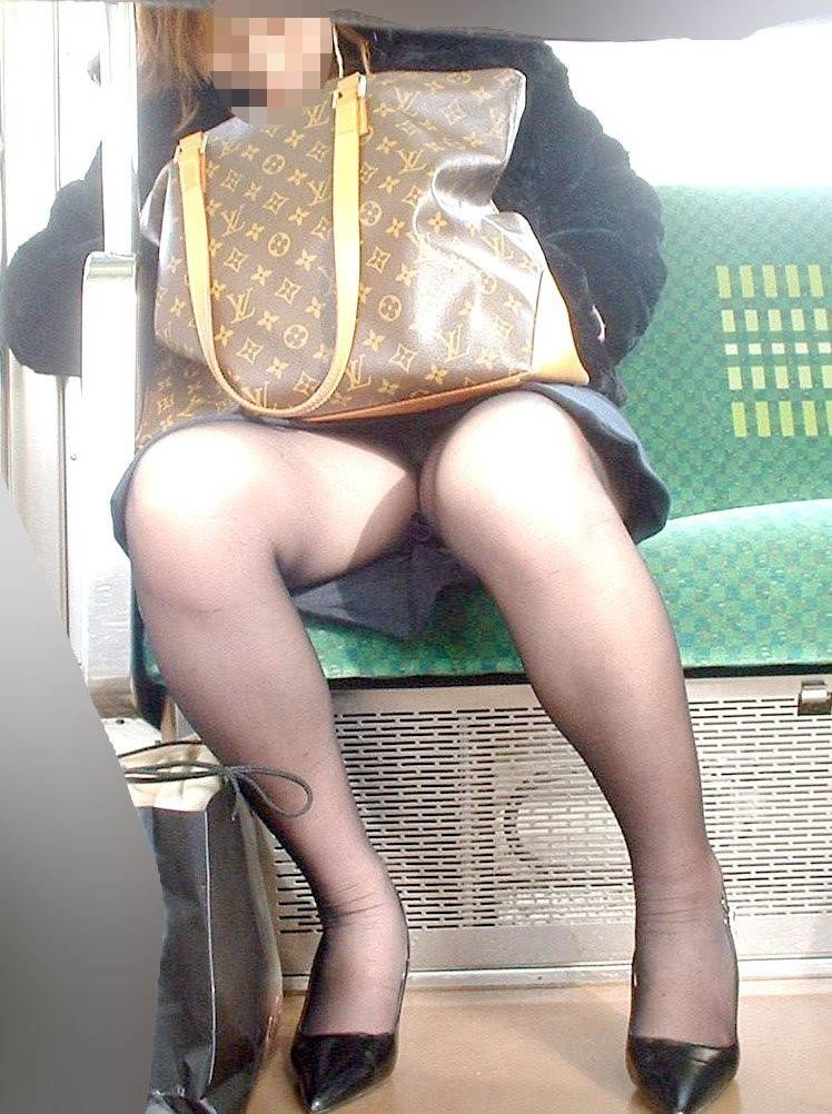 素人_黒パンスト_電車_盗撮_エロ画像09