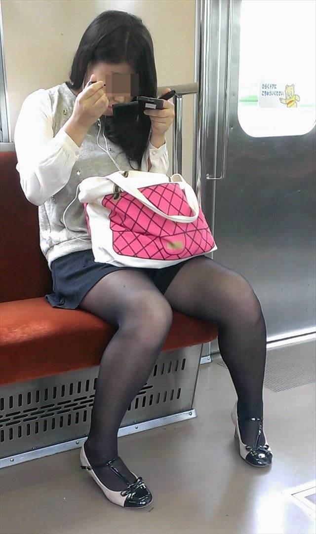 素人_黒パンスト_電車_盗撮_エロ画像12