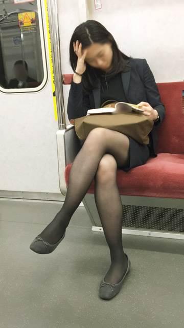 素人_黒パンスト_電車_盗撮_エロ画像17